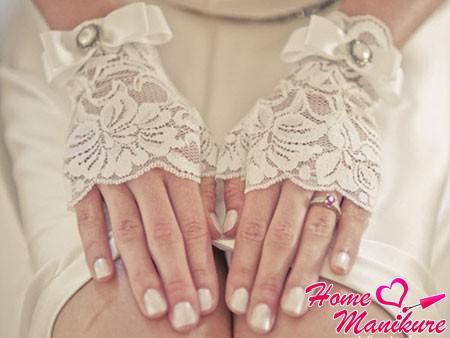 ногти невесты в естественном бежевом цвете