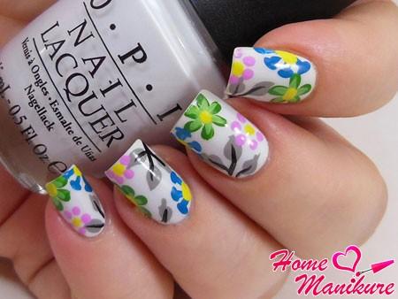 очень красивый нейл-арт с цветами