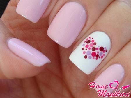 романтичный рисунок сердца на ногтях