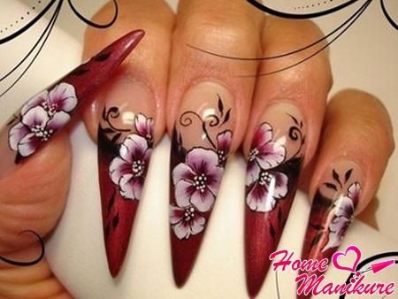 роспись ногтей формы стилет