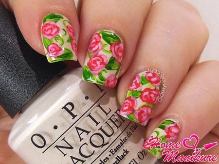розы с лепестками на ногтях
