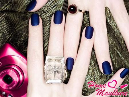синие матовые ногти