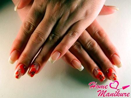 стильный дизайн ногтей с маками