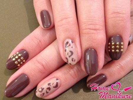 стильный нейл-арт в коричневом цвете