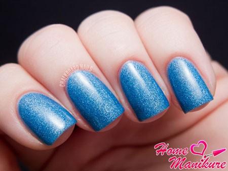 светло-синие ногти с эффектом песка