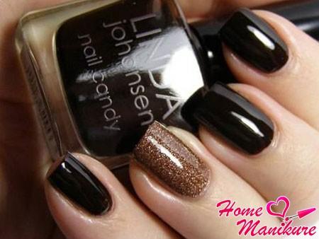 темно-коричневые квадратные ногти