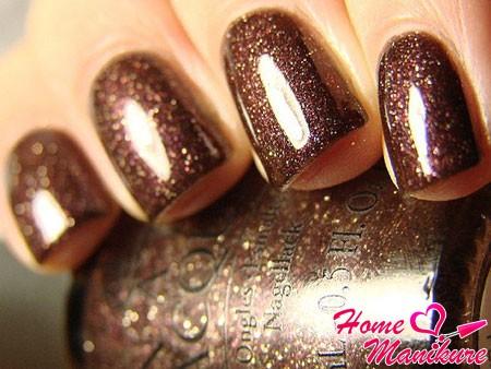 темно-коричневый лак с блестками