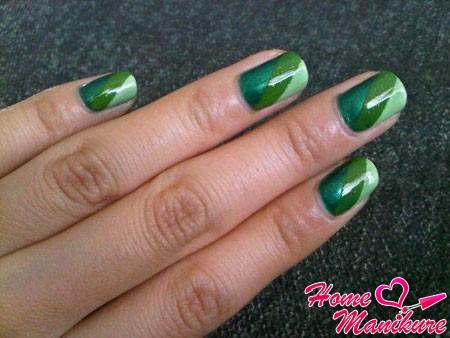 три оттенка зеленого цвета на ногтях