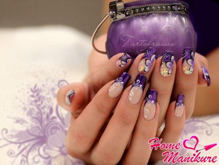 великолепный фиолетовый маникюр с рисунками