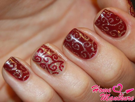 Красное с золотом дизайн ногтей