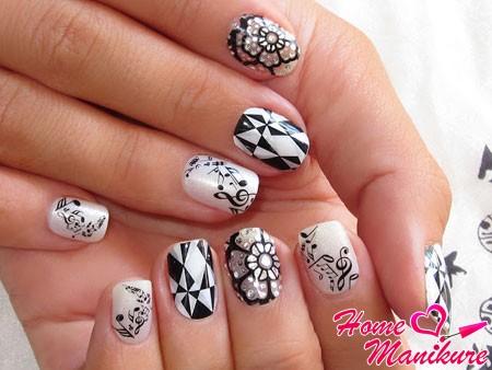 великолепный нейл-арт в черном и белом цветах