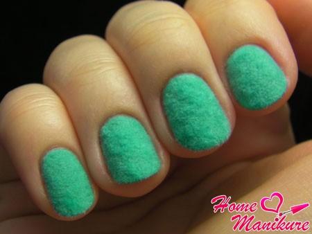 велюровые ногти мятного цвета