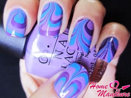 водный маникюр в сине-фиолетовых тонах