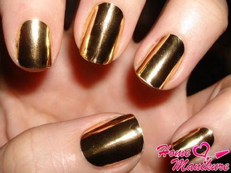 золотая пленка minx на ногтях
