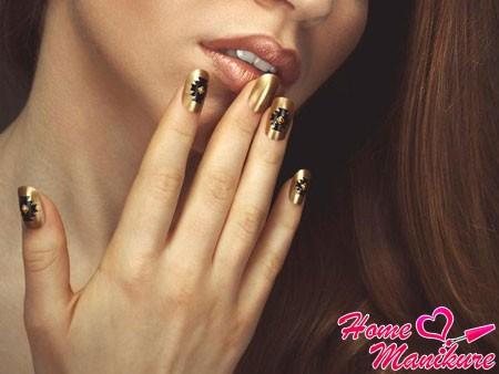 Золотой нейл-арт – украшение рук королевы