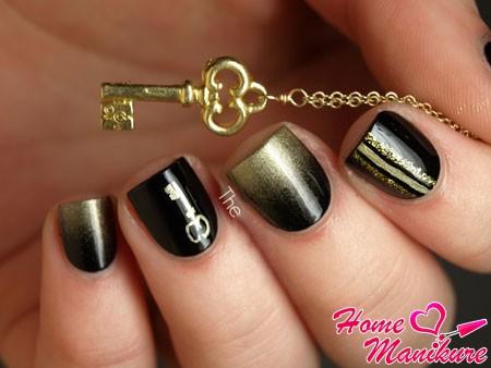 золотые блестки на черных ногтях