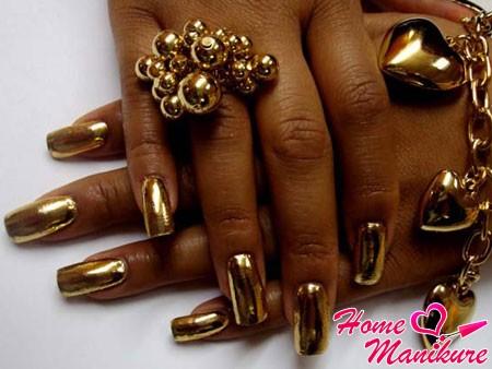 золотые наклейки минкс на ногтях