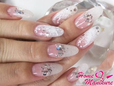 акриловый френч с декором на ногтях