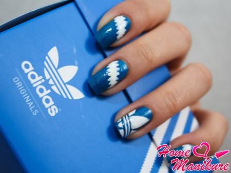 бело-синий нейл-арт adidas
