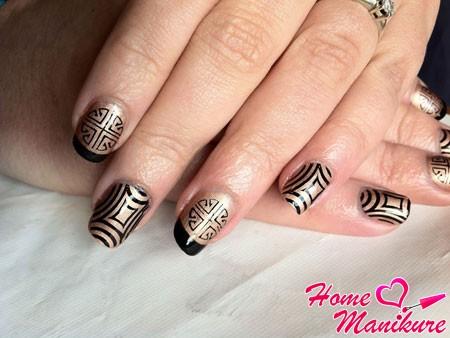 черно-золотой дизайн ногтей стемпингом konad