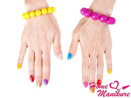 цветная радуга на ногтях