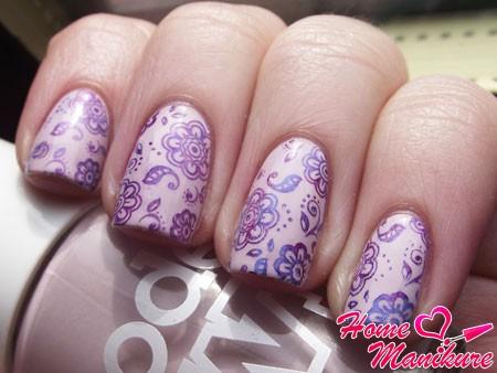 цветочный нейл-арт стемпингом для ногтей