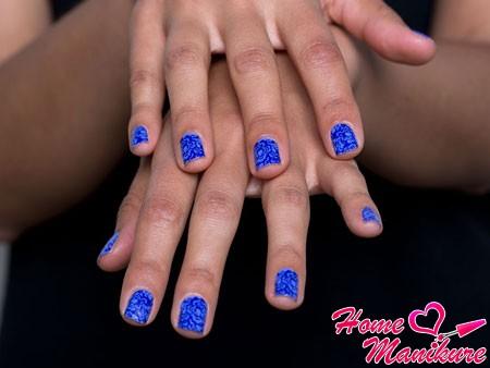 декоративная пленка на ногтях в синих тонах