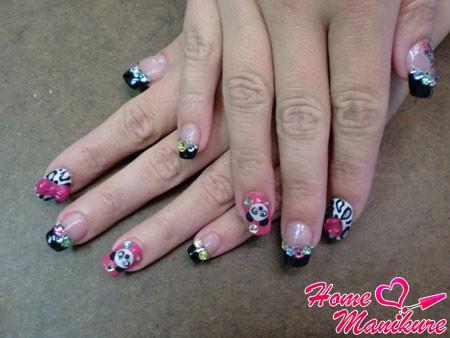 дизайн ногтей с пандами и стразами
