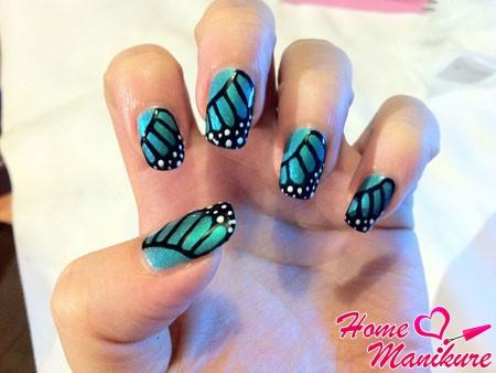 дизайн ногтей в стиле крыльев бабочки
