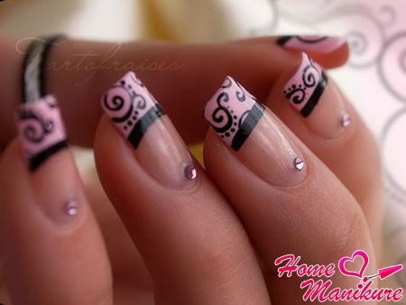 элегантный черно-розовый французский маникюр