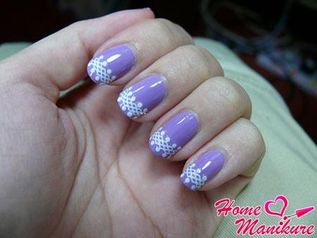 элегантный дизайн ногтей с белым кружевом