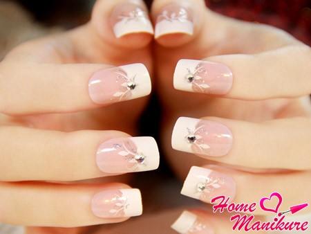 изящный акриловый дизайн ногтей