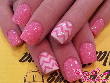 карамельный бело-розовый нейл-арт