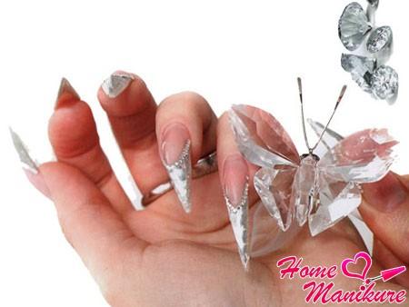 Волшебное мерцание хрустальных ногтей