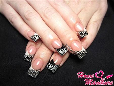 классика дизайна ногтей с кружевом