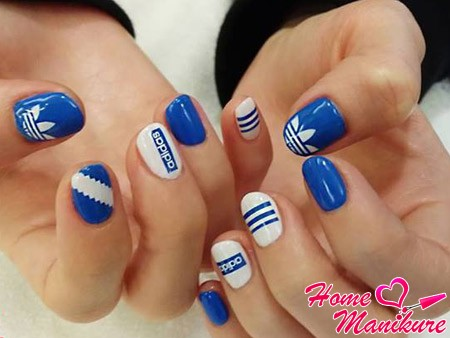 красивые ногти в стиле adidas