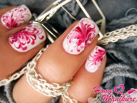 красивые витиеватые узоры на ногтях