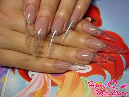 красивый хрусталь на ногтях