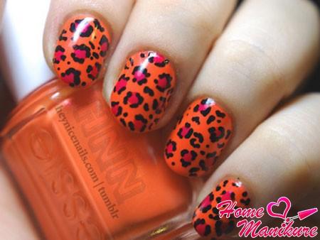 леопардовый нейл-арт в черно-оранжевом исполнении