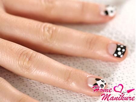 маникюр с пандами на коротких ногтях
