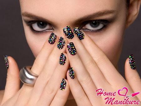 Какие наклейки украсят ваши ногти?