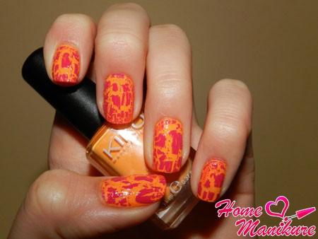 оранжевый кракелюровый маникюр