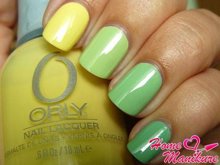 плавный переход от желтого к зеленому на ногтях