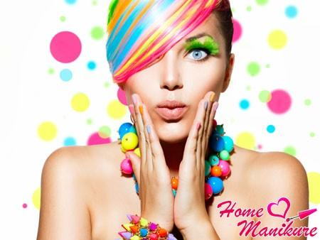 Разноцветные ногти – проявление яркой индивидуальности