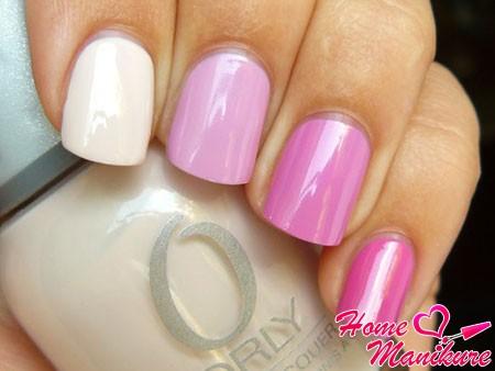 разноцветный нейл-арт в пастельных розовых тонах