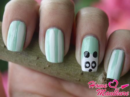 рисунок панды на безымянном пальце