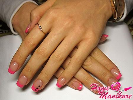розовый нарощенный френч с черными звездочками