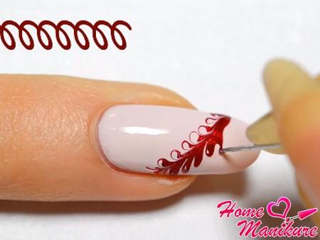 спиралевидные движения к кончику ногтя