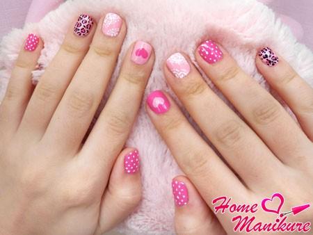 стильный дизайн коротких ногтей в розовых тонах