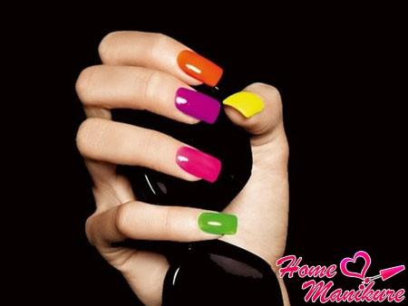 яркие разноцветные ногти